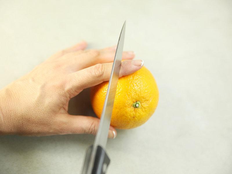 Der Spray von gribka der Nägel die Instruktion