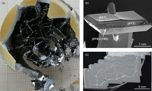 Abb.3:  (a) Agglomerat aus einer Schmelzlösung gezogener BaFe2As2-Kristalle. (b),(c) Aus einem Agglomerat abgespaltene Einkristalle.