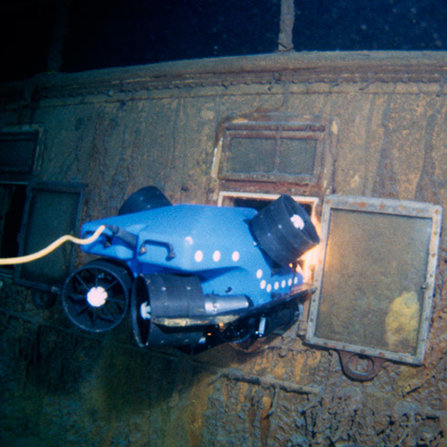 "1985: Robots discover the wreck of the <span class=""st"">RMS Titanic</span>"