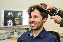 Neuroscientists have investigated the brain's response brain to impairment usin so-called transcranial magnetic stimulation. The method selectively inhibits or stimulates individual brain regions with the aid of magnetic fields. As a result, the activity of individual brain regions can be interrupted for a short time.