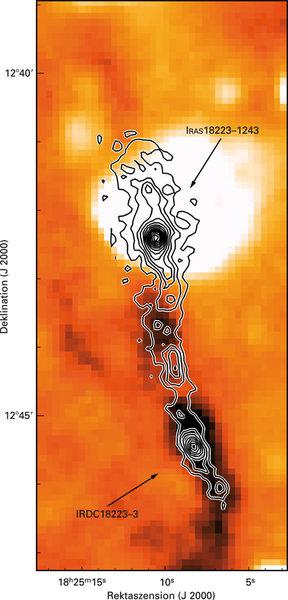 Aufnahme der Dunkelwolke IRDC 18223-3 mit dem Weltraumteleskop Spitzer bei 8µm Wellenlänge. Die Konturen geben die Intensität bei 1.2 mm wieder, wie s