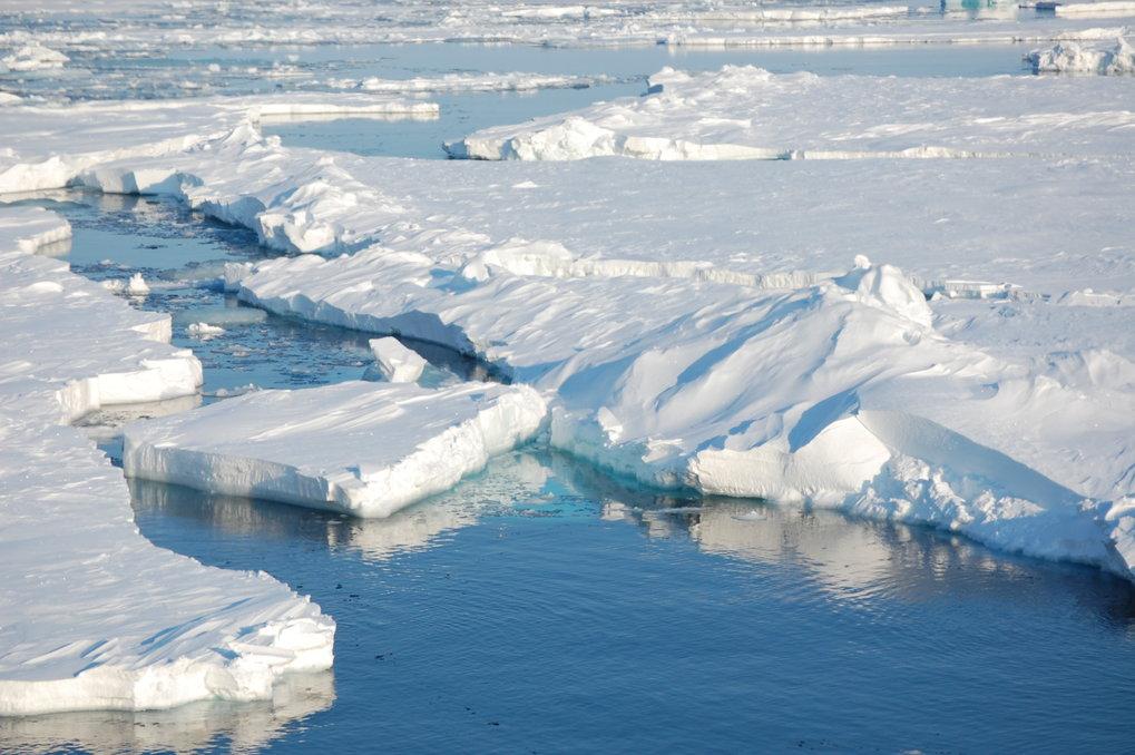 In ihrer auf einem historischen Datensatz basierenden Studie kommen die Forscher zu dem Schluss, dass der Rückgang des Meereises nicht durch natürlich