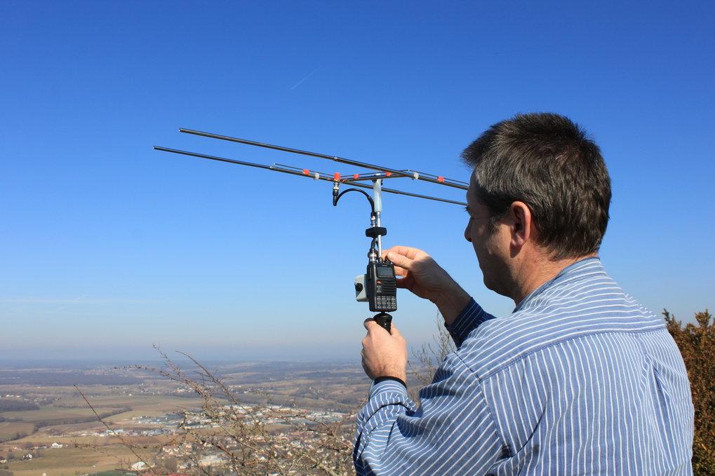 Die Wissenschaftler fangen die Signale der Sender mittels Antennen auf und erstellen daraus ein Bewegungsprofil.