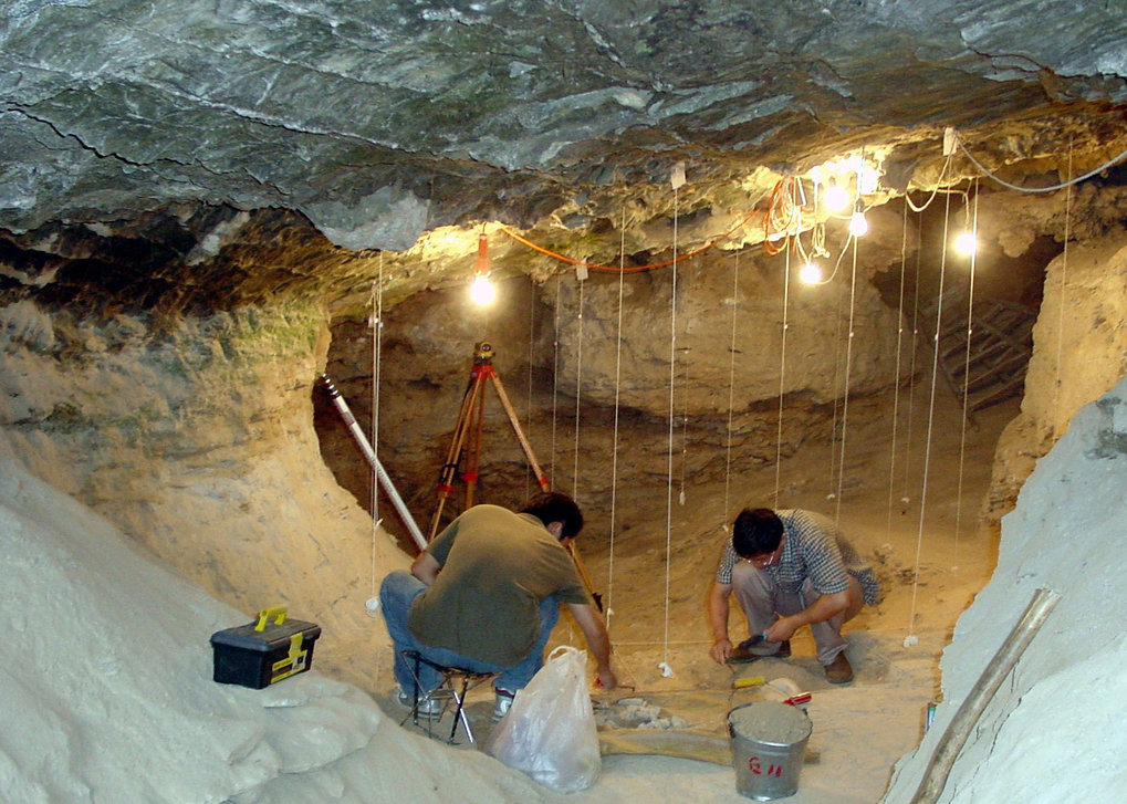 Researchers carrying out excavation works at the Tianyuan Cave from which the leg bones had been excavated in 2003.
