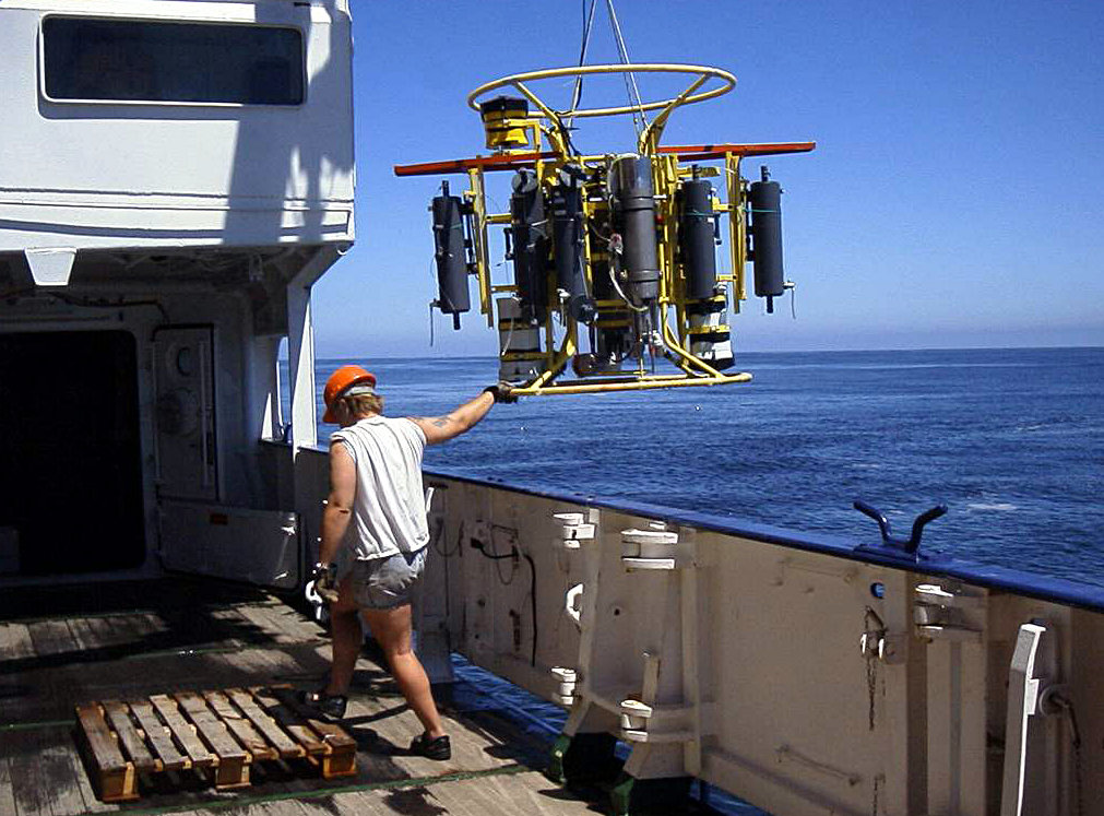 A pump-CTD was used to sample the South Pacific oxygen minimum zones in various depths of water.