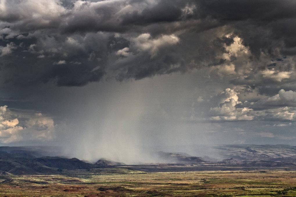 Im Zuge der Erderwärmung nimmt die Atmosphäre mehr Feuchtigkeit auf, sodass im globalen Kreislauf mehr Wasser transportiert wird. Daher nehm