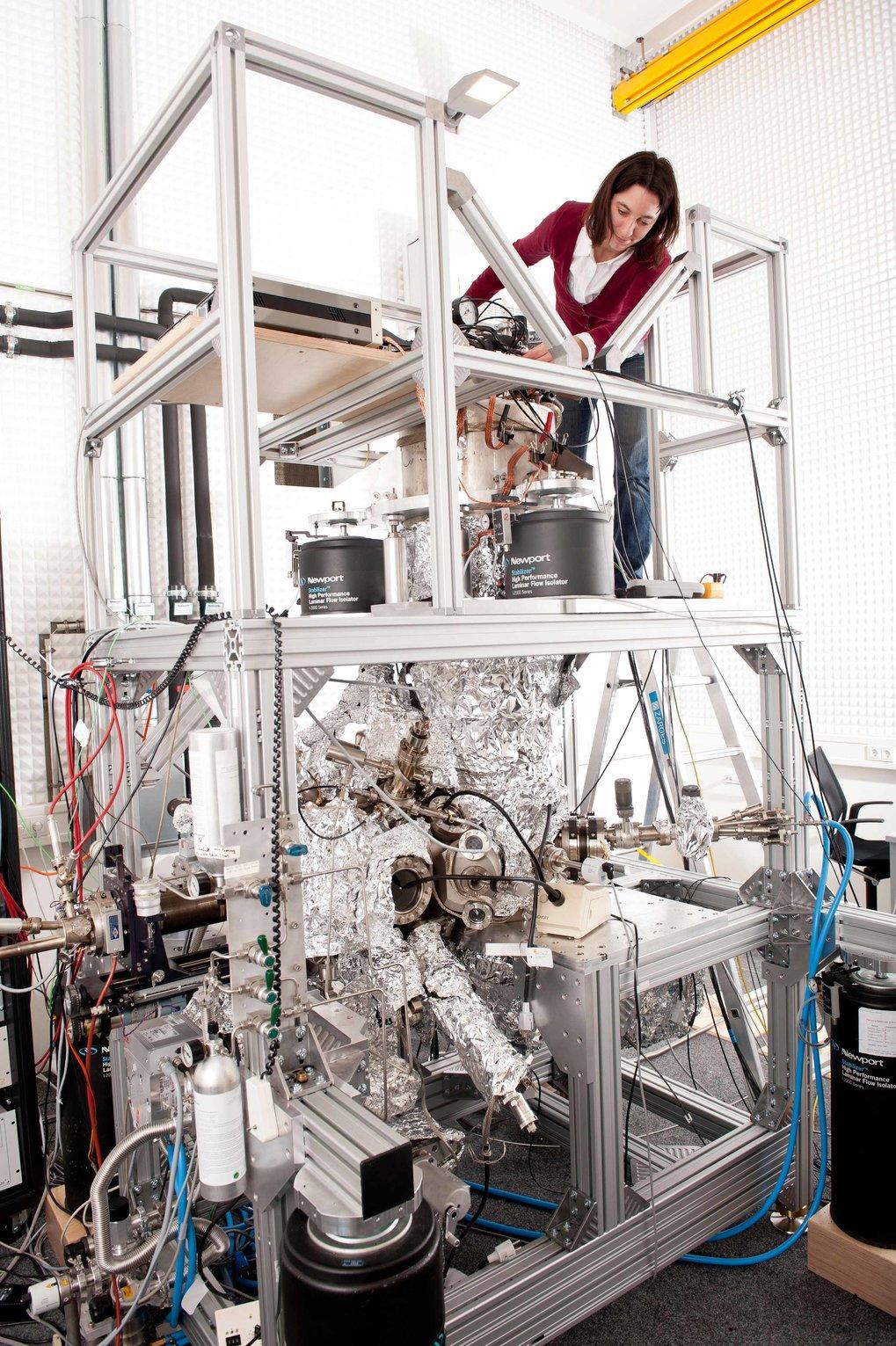 Schafft die Grundlage für eine organische Elektronik: Mit ihrem Rastertunnelmikroskop erforscht Uta Schlickum, wie ein elektrischer Strom durch e