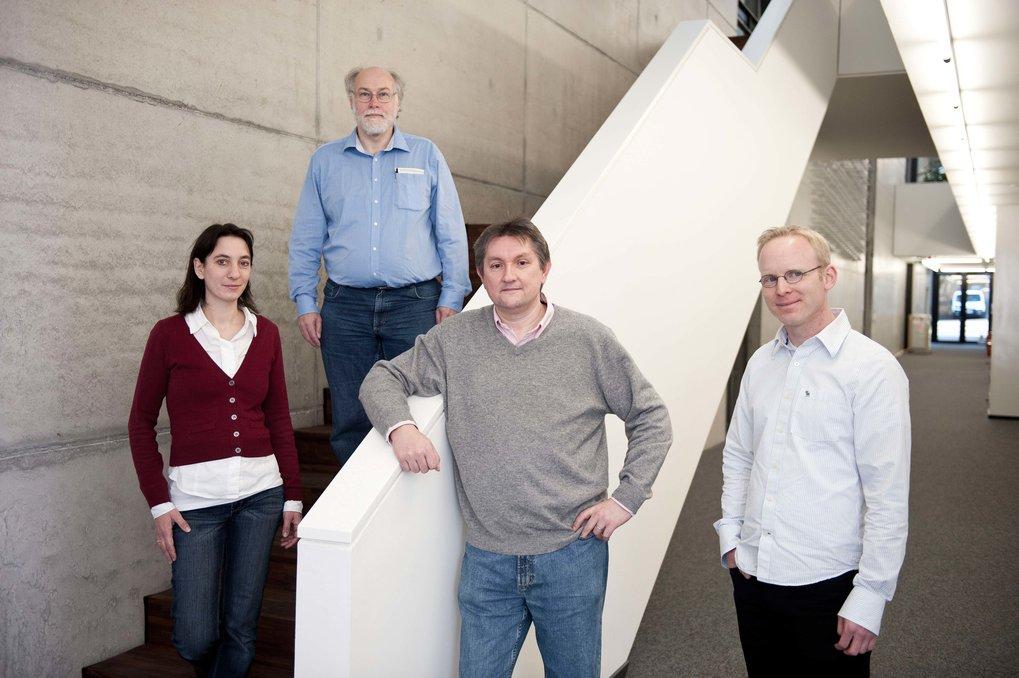 Den elektronischen Spezialitäten der Nanowelt auf der Spur: Uta Schlickum, Klaus Kuhnke, Klaus Kern und Christian Ast (von links) untersuchen, wi