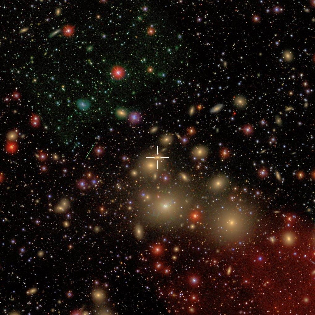 Abb. 2: NGC 1277 ist Teil des Perseus-Galaxienhaufens, der mit einem Abstand von 250 Millionen Lichtjahren einer der erdnächsten Galaxienhaufen ist. A