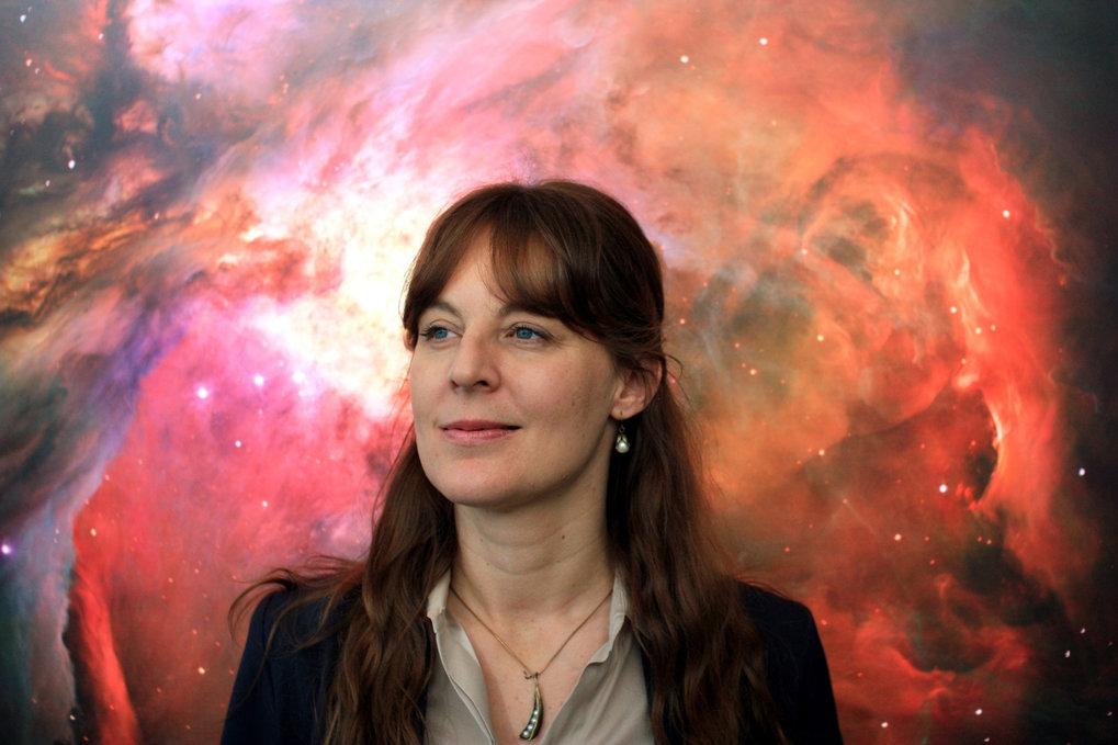 """<p class=""""BildunterschriftInhaltselementeMulti-Elemente"""">Zu Hause in höheren Sphären: Lisa Kaltenegger studiert die Atmosphäre von Exop"""