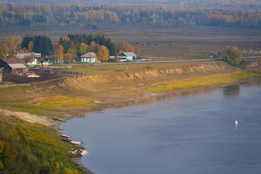 Blick auf den Fluss Irtysh und das Dorf Ust'-Ishim im September 2014.