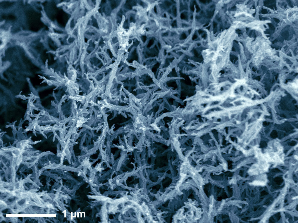 Targeted synthesis of diverse nanostructures from carbon