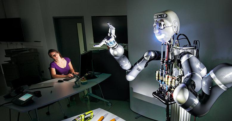 Als Haushaltshilfe, Pflegeassistent oder Katastrophenschützer taugen Roboter nur, wenn sie lernfähig sind und zumindest ansatzweise selbstständig hand