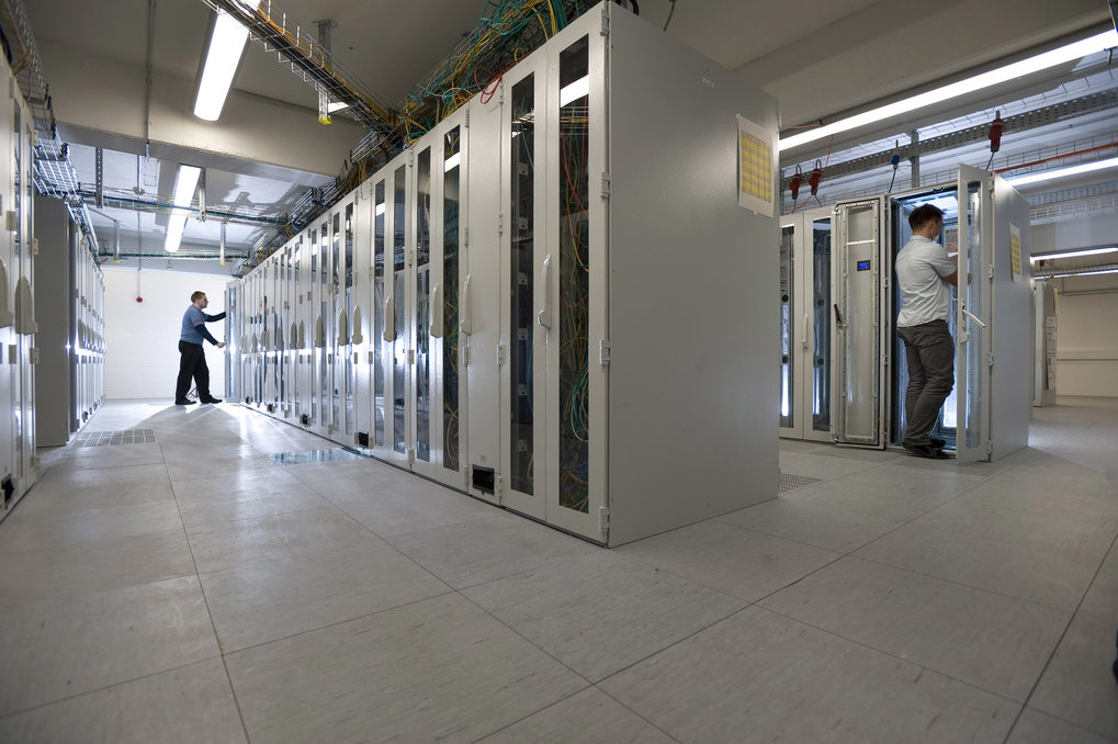 Superbrain: the computer cluster Atlas, operated by the Max Planck Institute for Gravitational Physics, is one of the most powerful mainframes for data analysis of gravitational waves.