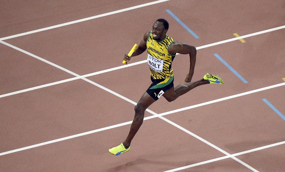 Usain Bolt führt das Sprint-Team Jamaikas im 4x100 Meter-Staffelfinale der Männer bei der Leichtathletik-WM 2015 in Peking zum Sieg.