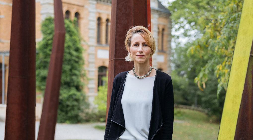 Nicole Boivin ist in biologischen Themen ebenso bewandert wie in Archäologie. In ihrer Arbeit schlägt sie den Bogen von der Urgeschichte bis in die Ge