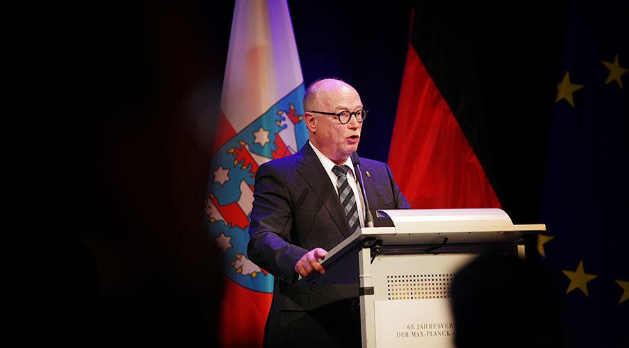 Max-Planck-Präsident Stratmann unterstreicht, wie wichtig eine effektive Nachwuchsförderung für die eigene Forschungsorganisation und das deutsche Wis