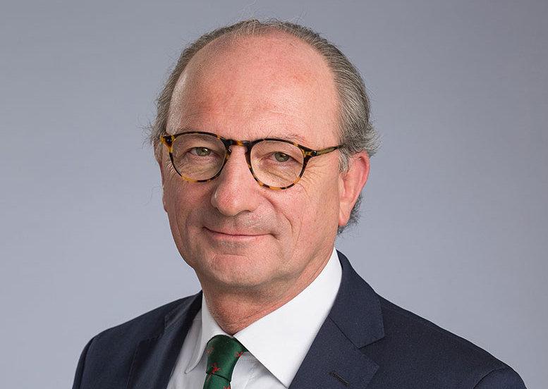 Der Jurist mit langjähriger Führungserfahrung in der Max-Planck-Gesellschaft ist eng vertraut mit der Forschungsadministration und der nationalen wie