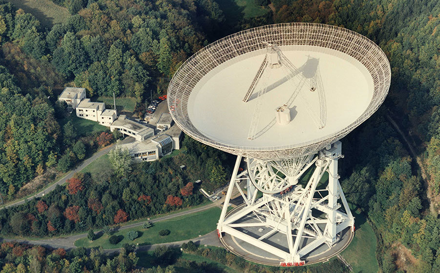 The advent of large equipment. The Effelsberg Radio Telescope is inaugurated