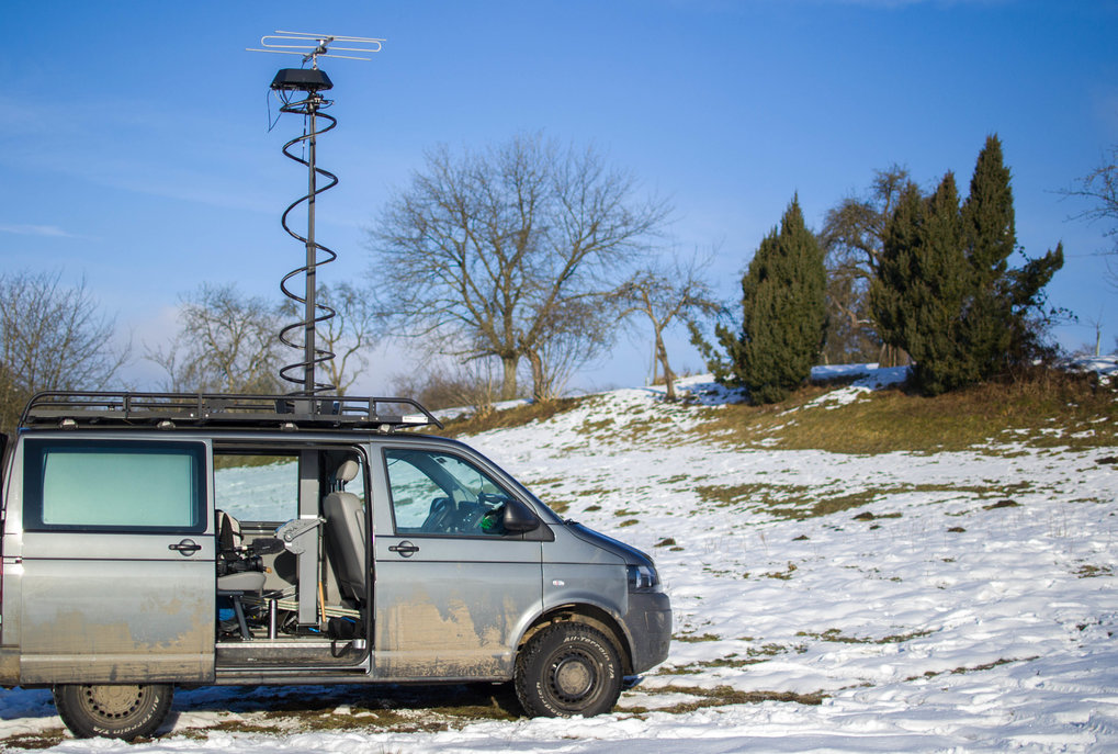 Radio telemetry can be tedious: As the range of the transmitters is small, the researchers have to stay in close vicinity of the birds. In future, the