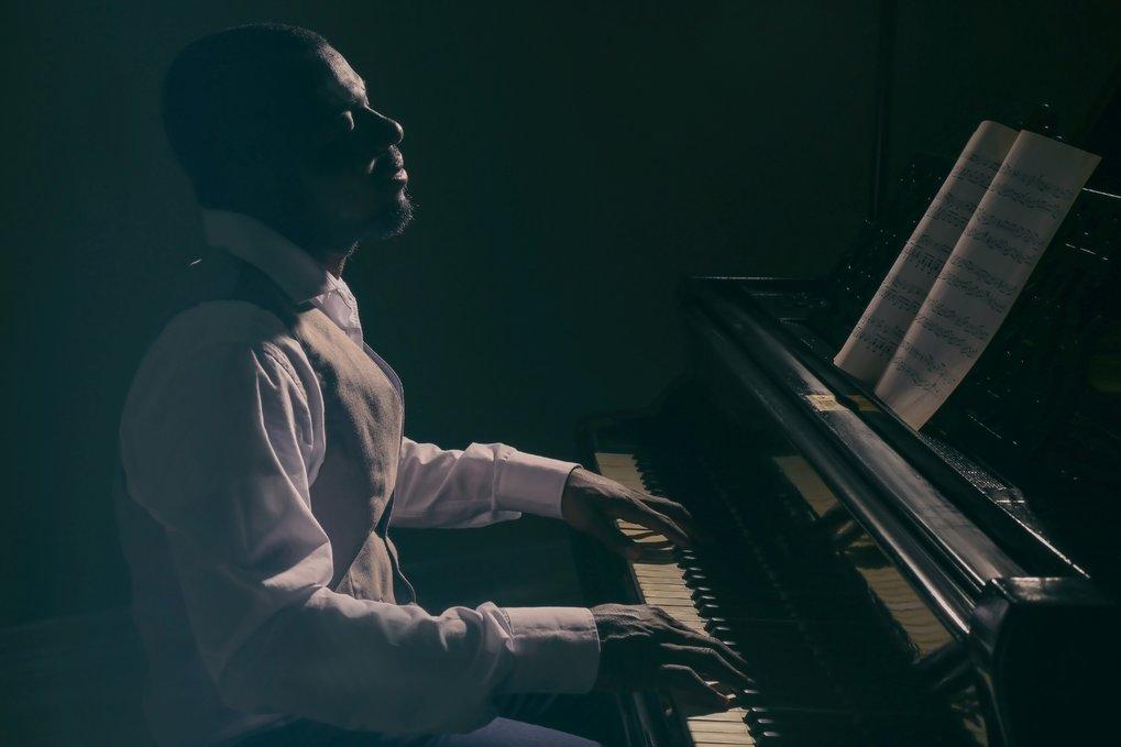 Bei Jazz-Pianisten laufen im Gehirn andere Prozesse ab als bei klassischen Pianisten, selbst wenn sie das gleiche Stück spielen.