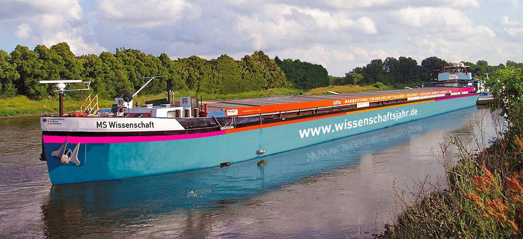 Bis 20. Oktober ist das Ausstellungsschiff MS Wissenschaft noch auf Tour durch Deutschland und Österreich. Zwei Max-Planck-Institute beteiligen sich a