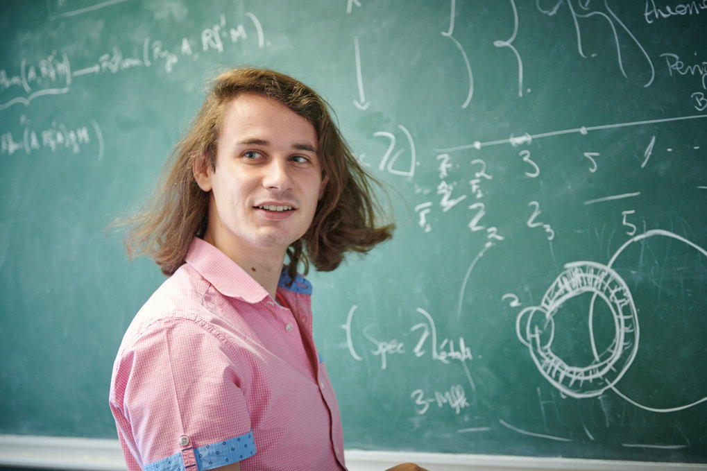 Fields Medal awarded to Peter Scholze