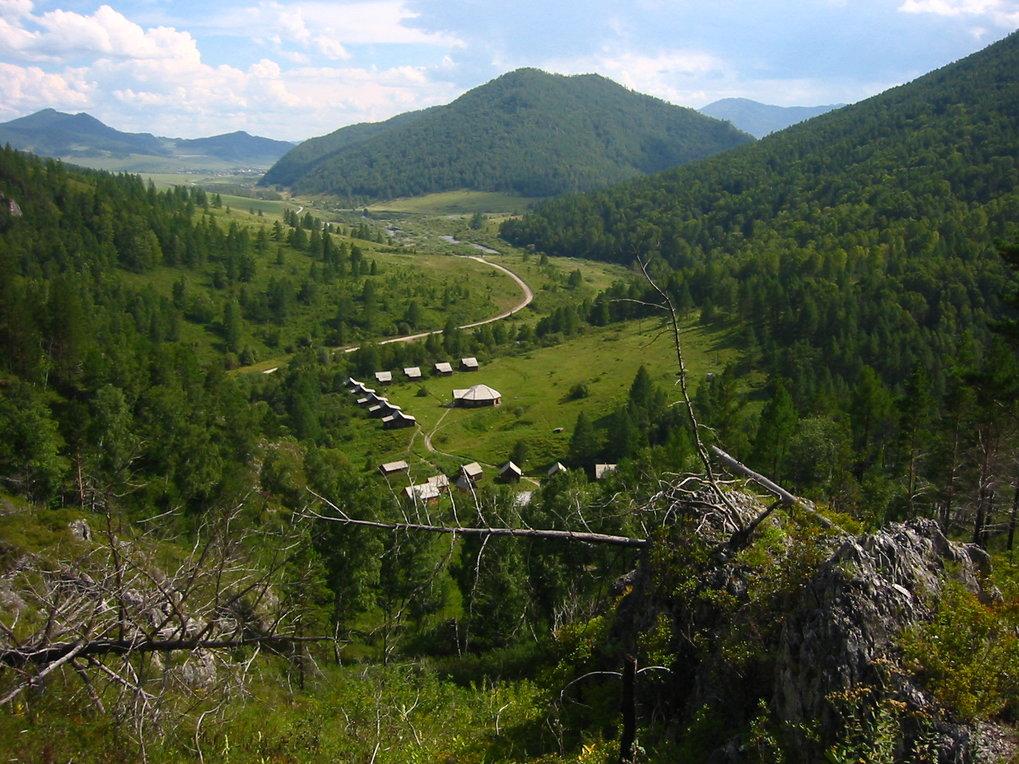 Blick von der Denisova-Höhle aus ins Tal.