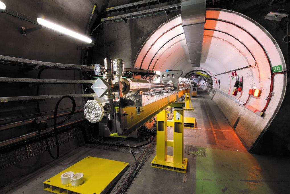 Ein Gang zu neuen Teilchenbeschleunigern: Im Tunnel eines ehemaligen Neutrino-Experiments haben die Forscher der AWAKE-Kooperation eine zehn Meter lan