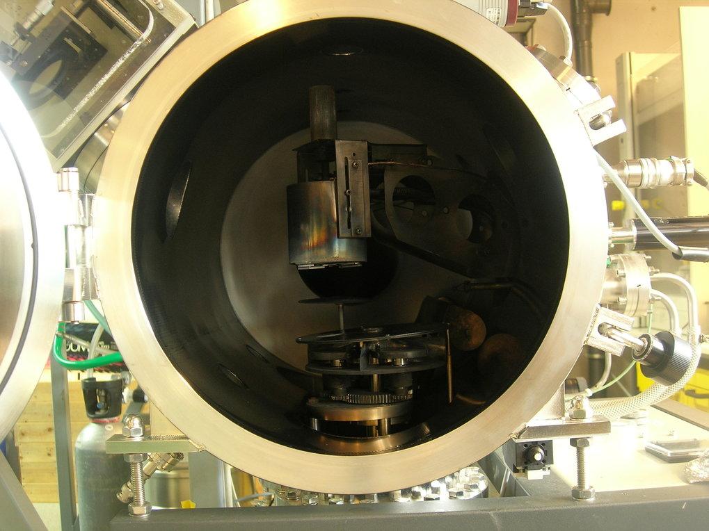 In dieser Kammer stellen die Forscher des Max-Planck-Instituts für Mikrostrukturphysik das ferroelektrische Material PZT mit Hilfe der gepulsten Laser