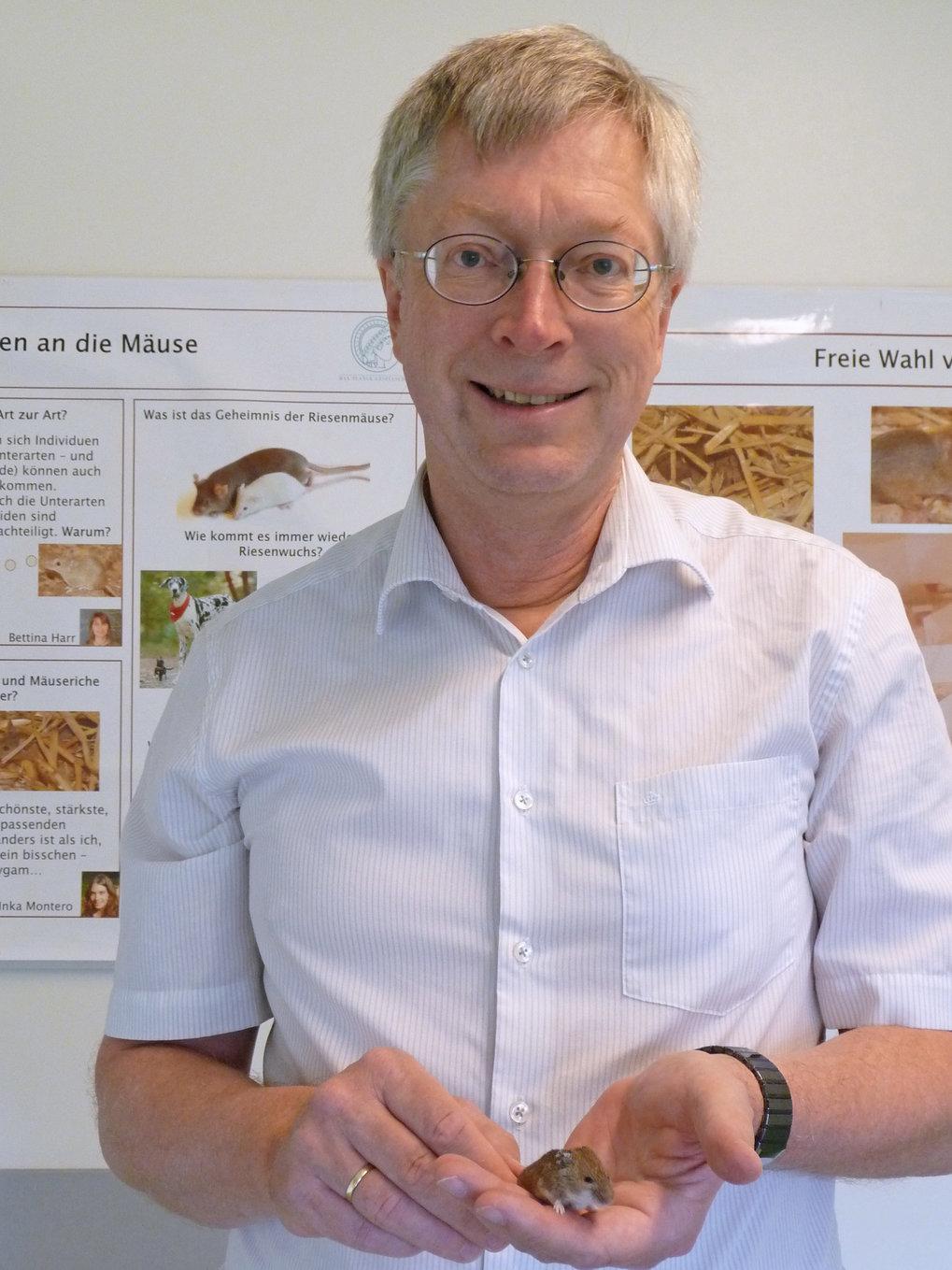 Prof. Diethard Tautz ist Direktor am Max-Planck-Institut für Evolutionsbiologie in Plön. Er hat unter anderem herausgefunden, dass neue Gene aus zuvor