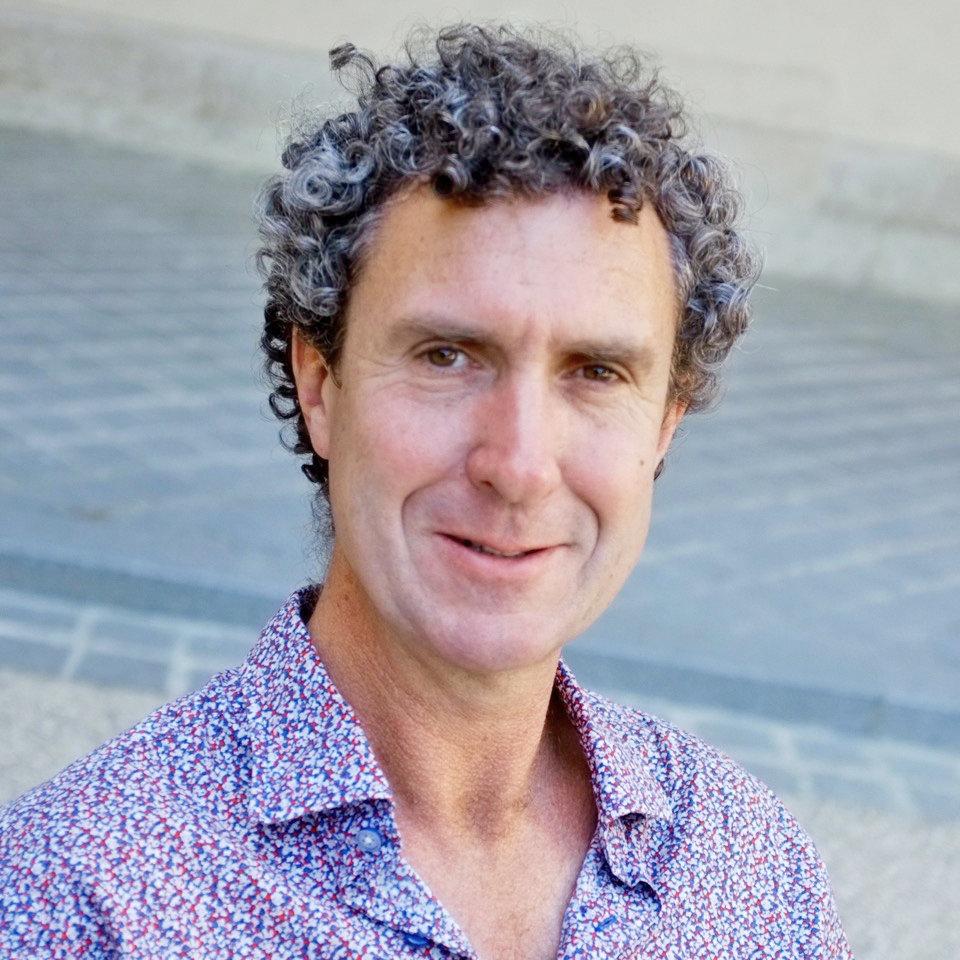 Prof. Paul Rainey leitet die Abteilung Mikrobielle Populationsbiologie am Max-Planck-Institut für Evolutionsbiologie. Er stellt Evolution im Labor nac