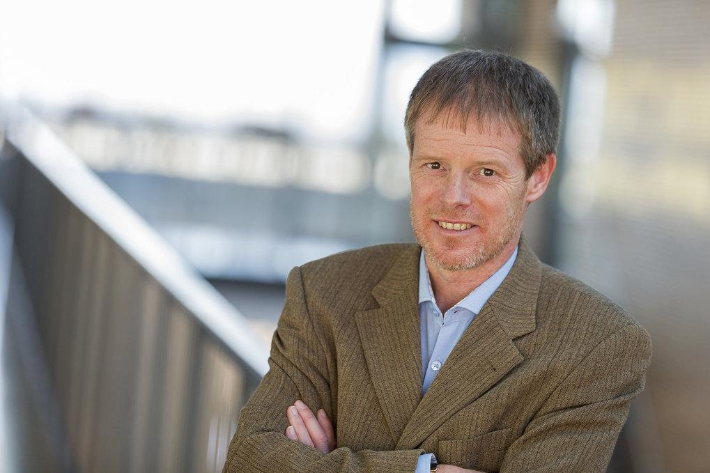 Prof. Ralf Sommer ist Direktor am Max-Planck-Institut für Entwicklungsbiologie in Tübingen. Er erforscht an Fadenwürmern, wie sich Umwelt und Genetik
