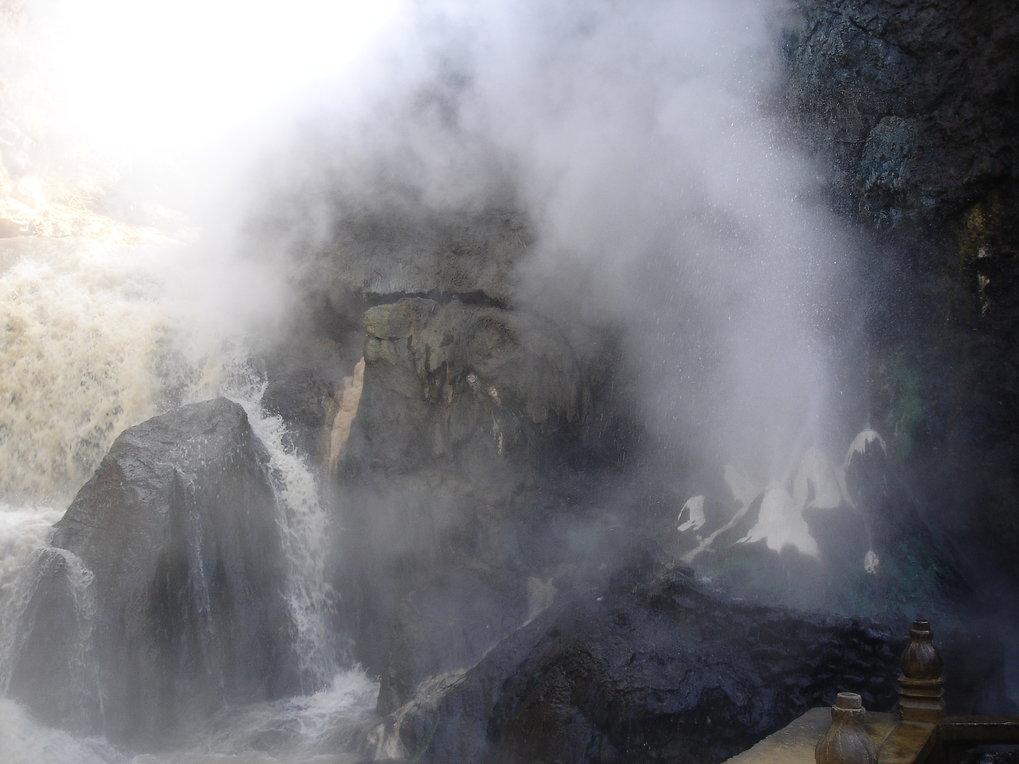 Heiße Quellen wie die Tengchong Yunnan-Quelle in China sind ein bevorzugter Lebensraum der untersuchten Mikroorganismen.