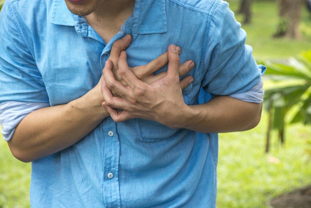 Herzschwäche wirkt sich nicht nur auf die Leistungsfähigkeit des Betroffenen aus, sondern auch auf sein Gehirn.
