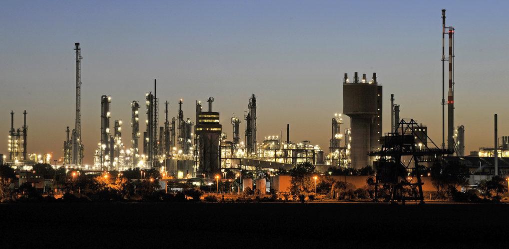 Abhängig von Kohle und Öl: Auch in der chemischen Industrie bräuchte es eine Wende hin zu nachhaltigen Stoffkreisläufen.