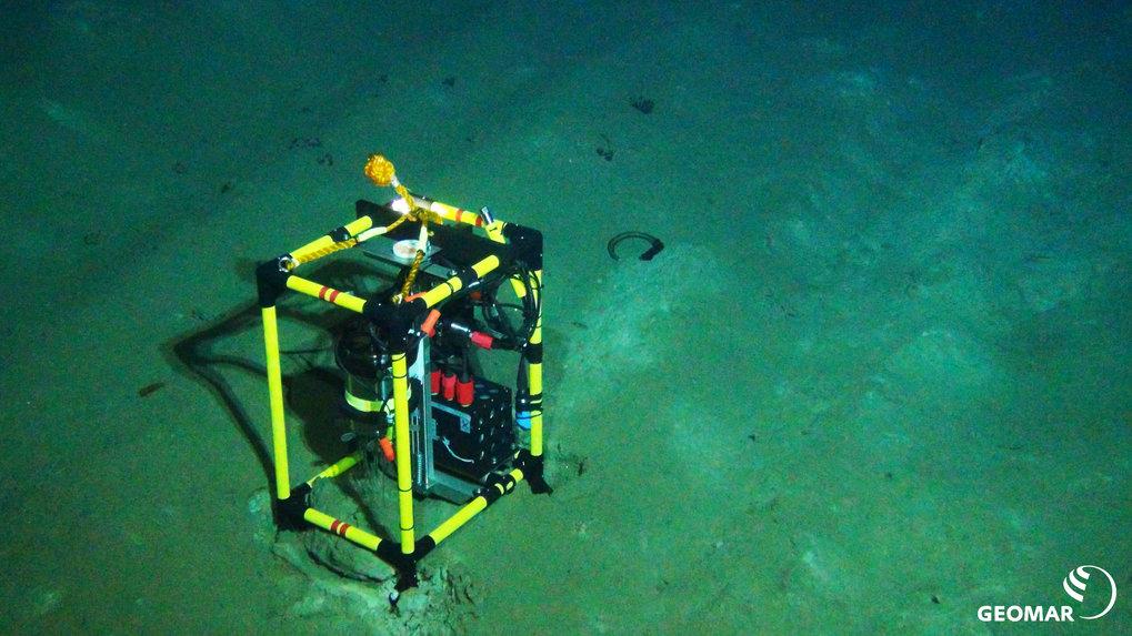 Respirationsmessungen direkt neben einer Pflugspur als Maß für die Aktivität der Mikroben im Meeresboden im DISCOL-Gebiet während der Expedition SO242