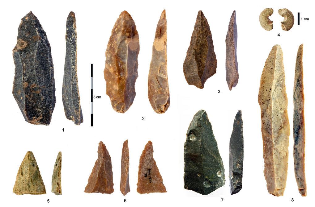 Steinartefakte aus dem frühen Jungpaläolithikum
