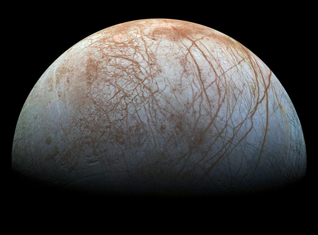 Zerfurchte Oberfläche: Europa ist der viertgrößte Mond des Jupiters und von langen Gräben überzogen.
