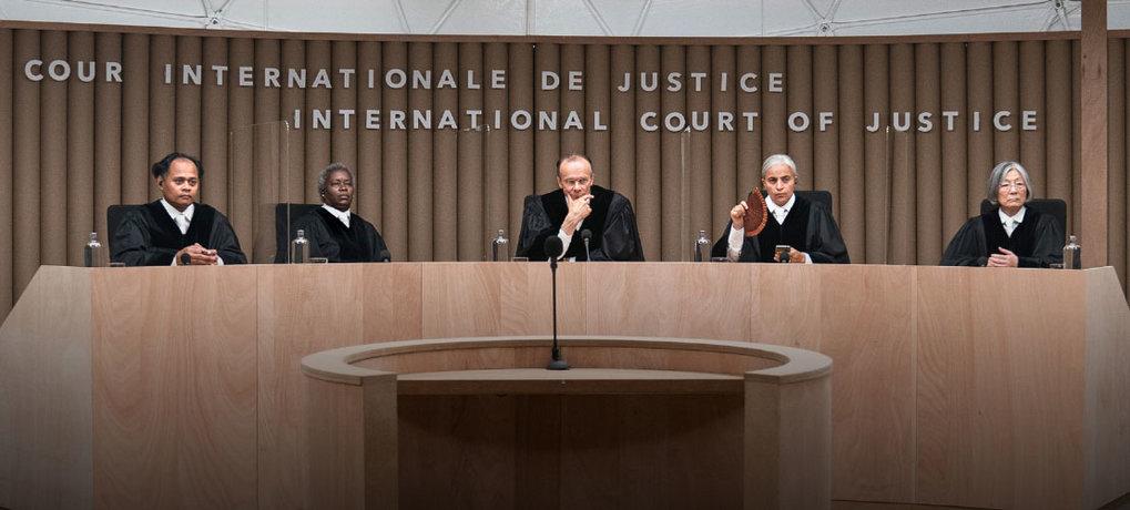 Klimakrise vor Gericht: Die fiktiven Richterinnen und Richter am Internationalen Gerichtshof (v.l.n.r.: Alexander Germana Yassin, Robin Gooch, Edgar S