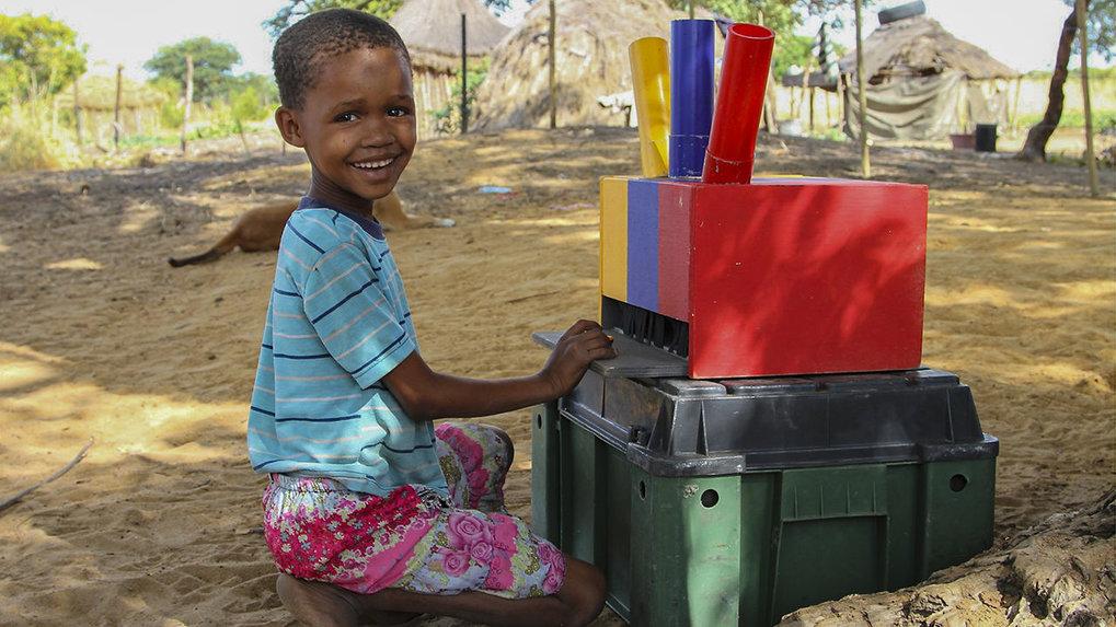 Außerhalb westlicher Normen: Ein Mädchen aus der Volksgruppe der≠Akhoe Hai//om in Namibia beteiligt sich an einer psychologischen Studie.