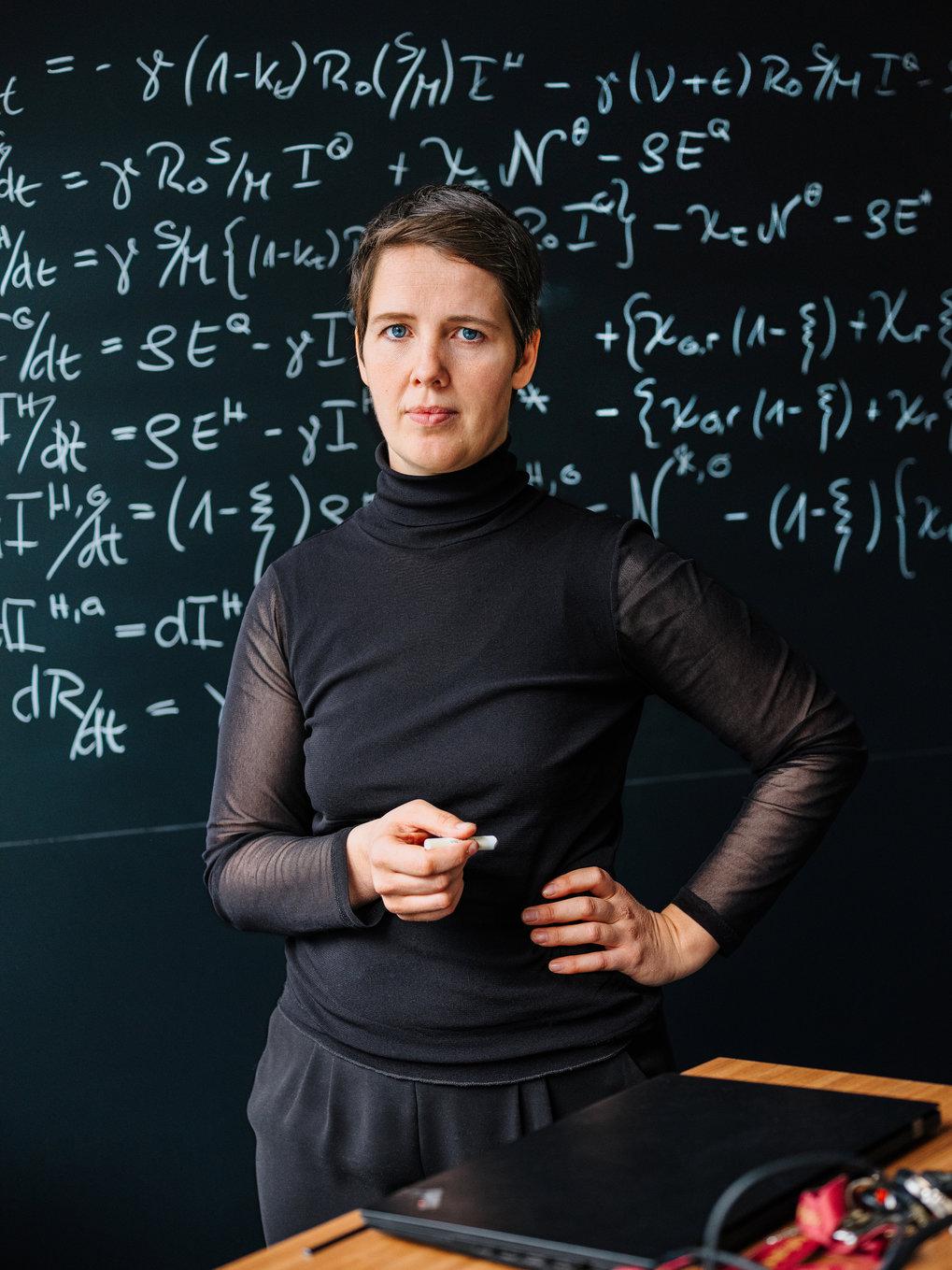 Theoretikerin der Epidemie: Viola Priesemann entwickelt mathematische Modelle für die Informationsverarbeitung im Gehirn. Mit ähnlichen Methoden lässt