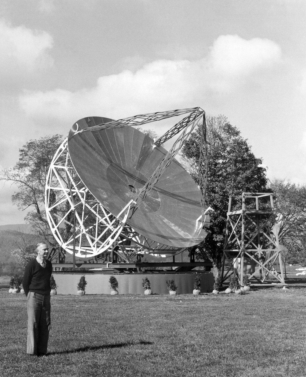 Pionier: In den 1930er-Jahren baute Grote Reber im Garten seines Hauses in Wheaton (US-Bundesstaat Illinois) eine Radioschüssel, die den heutigen Ante