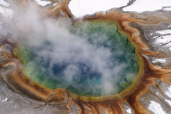 Grand Prismatic Spring is the biggest thermal spring in Yellowstone National Park. Hot springs like this host bacterial communities that are particularly adapted to the extreme environmental conditions of this habitat. However, many of the bacterial species cannot be cultivated individually under laboratory conditions. For this reason, scientists are now jointly analyzing the genetic material of all of the microorganisms found in such habitats.