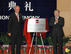 Max Planck President Professor Peter Gruss and the President of the CAS, Professor Lu Yongxiang, at the Opening Ceremony of the PICB in 2005 in Shanghai
