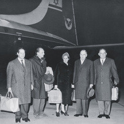 At Zurich airport: The Max Planck Societys delegation prior to its flight to Israel to visit the Weizmann Institute in Rehovot in December 1959. From left to right: Prof. Feodor Lynen, Prof. Wolfgang Gentner, Gentners wife Alice, Prof. Otto Hahn and Dr. Josef Cohn from the European Committee of the Weizmann Institute in Zurich. In his meeting with Konrad Adenauer, Dr. Cohn had laid the foundations for the visit and subsequently became the chief architect of the scientific collaboration between Israel and the Federal Republic of Germany.