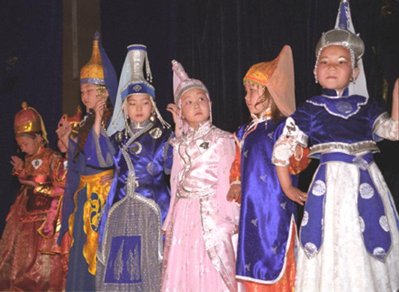 Jährlich veranstaltet das Kulturhaus von Šagonar einen Schönheitswettbewerb für junge Mädchen.