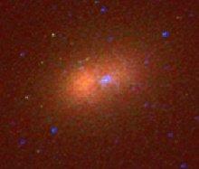 Echtfarbenbild des Doppelkerns von M31. Es wurde aus Hubble WFPC2-Aufnahmen (Wide Field and Planetary Camera) von Lauer et al. (1998) im nahinfraroten