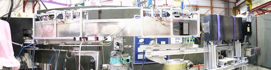 NRSE-SERGIS-Setup während der Testexperimente am Reflekto-Diffraktometer EVA am ILL (Grenoble). Der gesamte Strahlengang zwischen Polarisator (links i