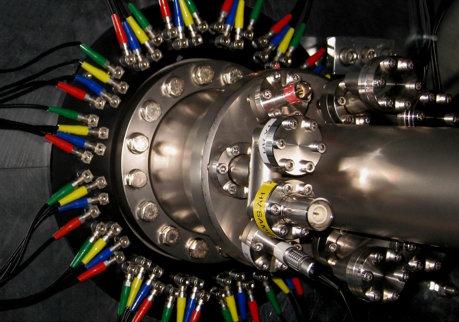Eine Sonde für die magnetische Ordnung: Mit der Schweizer Myonen-Quelle  am Paul-Scherrer-Institut lässt sich eine antiferromagnetische Ordnung  in se